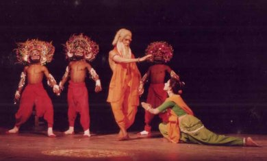 seraikela chhau and purulia chhau drama essay Similarly chhau dances prevalent in the three states of jharkhand seraikela in jharkhand books performing arts carnatic performance tradition in india.