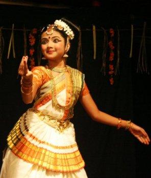 Nithya movie songs pattapagalu song nithya menon rejith menon revathi shw hd - 5 3