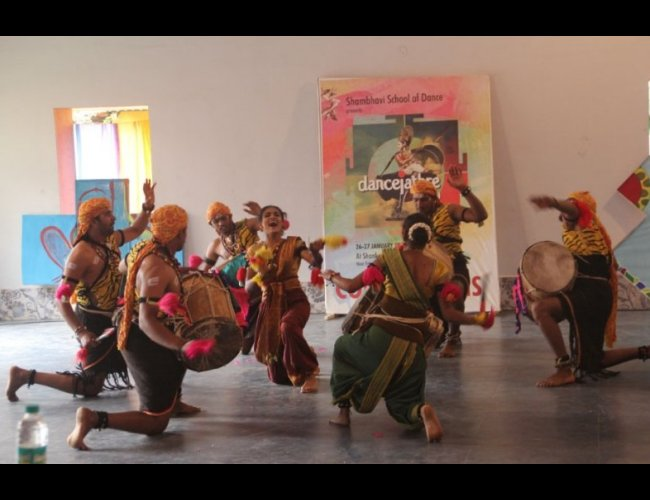 Review - A Jathre of dancing moments - Lata Surendra